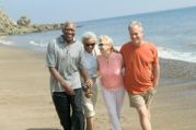 couples-walking-together-beach-happy-33900871